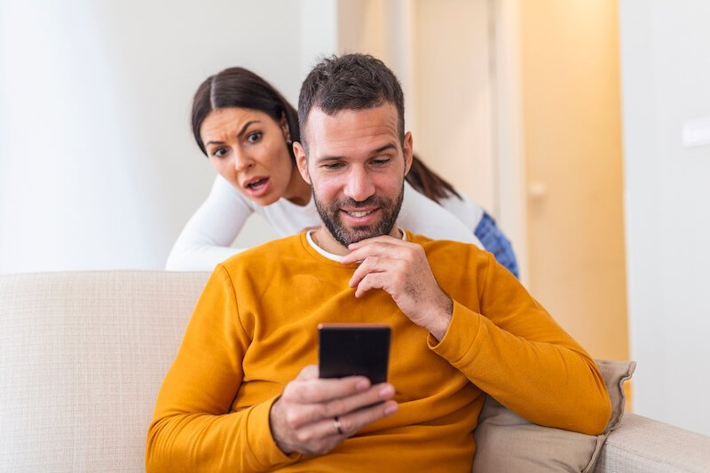 Les 8 causes expliquant qu'un homme marié drague d'autres femmes ?